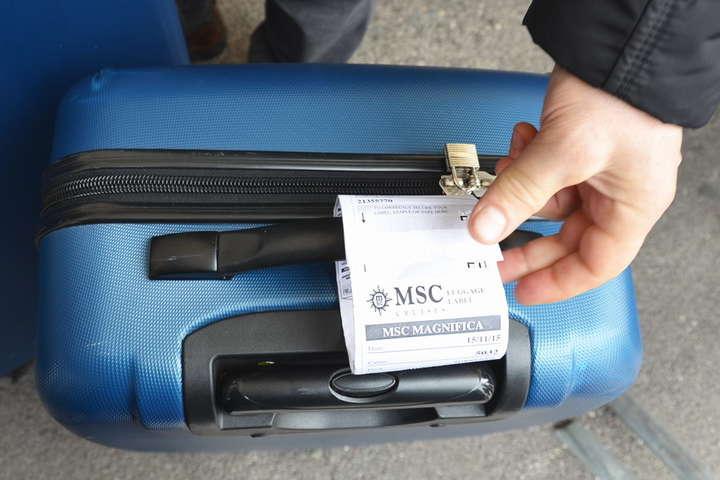Знімайте старіквитанції!– закликає вантажник - Вантажник аеропорту розкрив вірний спосіб уникнути втрати валізи