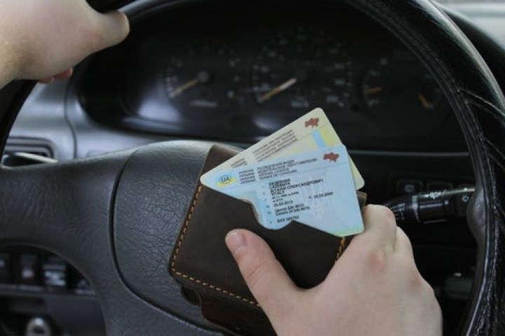У свідоцтві про реєстрацію транспортного засобу з'явиться відмітка про екологічну норму - Водії отримають права нового зразка