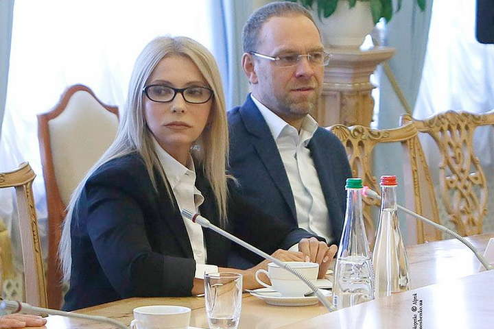 Юлія Тимошенко та Сергія Власенко - Тимошенко заплатить мільйони податків із компенсації, отриманої за політичні репресії