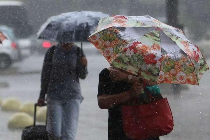 <p>У Києві завтра очікується дощ, місцями з грозою, проте ще буде дуже тепло, до +29&deg;C</p> <p> — Синоптик: в Україну 17 вересня прийдуть дощі, грози та штормовий вітер»></p></div> <div class=