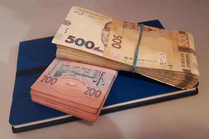 <p>Керівництво держбанків тепер може заробляти понад 47 тисяч гривень на місяць</p> <p> — Кабмін скасував обмеження зарплат для керівництва держбанків»></p></div> <div class=