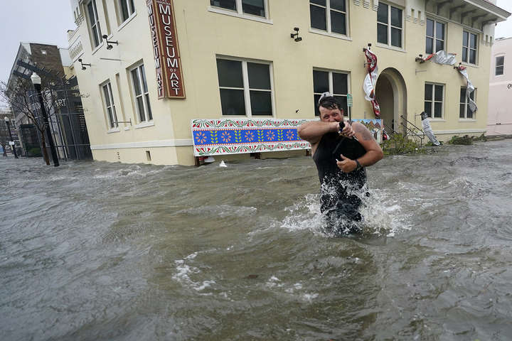 Ураган дістався узбережжя США недалеко від затоки Шорз, штат Алабама - Ураган Саллі залишив без світла пів мільйона американців