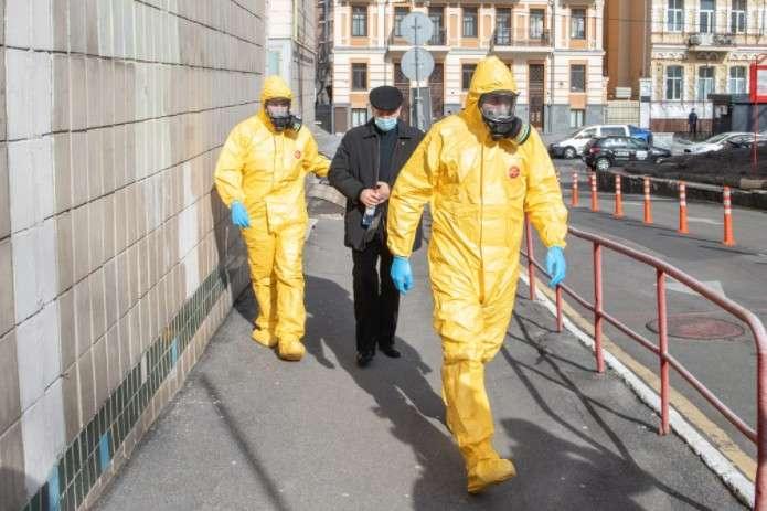 Голова фракції «Слуга народу» вважає, щопроблеми, зокрема, викликає поведінка українців - Арахамія заявив, що Україна не може адаптуватись до пандемії коронавірусу