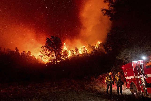 На заході США тривають найсильніші пожежі починаючи з 2003 року - Дим від масштабних пожеж у США досяг Європи