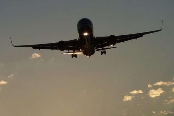 Всі пасажири пройшли тест на коронавірус - Вперше за 8 місяців пандемії в Ухані приземлився пасажирський літак