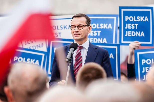 <span>Матеуш Моравецький</span> — Польща рекомендувала ЄС створити фонд допомоги Білорусі на €1 млрд»></div> <p><span>Матеуш Моравецький</span></p> </p></div> <p>Польща пропонує створити фонд допомоги Білорусі, в якому буде не менше 1 млрд євро. Про це на прес-конференції в Литві заявив прем'єр-міністр Польщі Матеуш Моравецький, передає<a href=