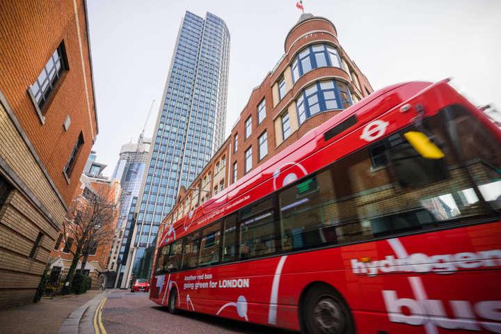 pАвтобус на водневих паливних елементах на вулицях Лондона/p p/p p/p - В Європі з'являться ще 1000 нових водневих автобусів