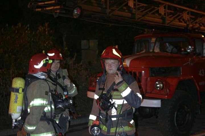 Трагедія в Києві: під час пожежі в багатоповерхівці загинула жінка (фото)