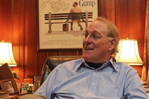 Помер автор культової книги «Форрест Гамп»