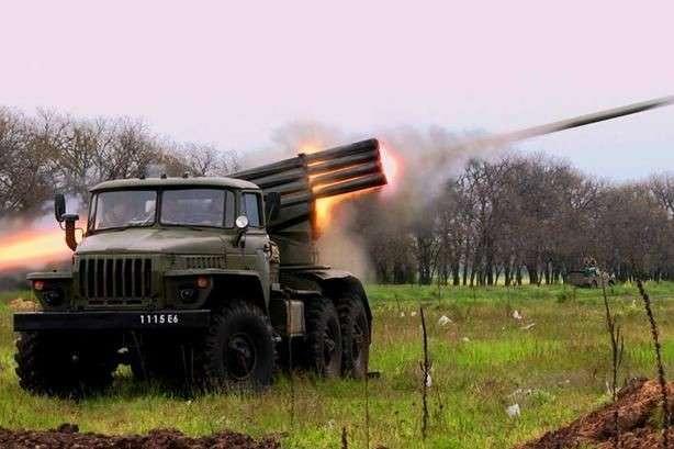 pРосійські окупанти використовують на Донбасі реактивні системи залпового вогню «Град»/p - Росія ще перекинула на Донбас «Гради» і вагони з боєприпасами