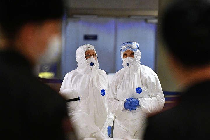 У Великій Британії за добу зафіксовано 4422 випадки коронавірусу - У Британії зафіксували рекордний приріст Covid-19 із травня