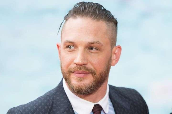 Договір із зіркою фільму «Веном» планувалося укласти вже в листопаді, однак через коронавірус офіційно актор отримає роль тільки в 2021 році — Хто стане наступним Джеймсом Бондом? Стало відомо ім'я актора
