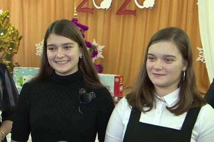 Дві із трьох внучок Олександра Лукашенка - Стало відомо, де навчаються внучки Лукашенка