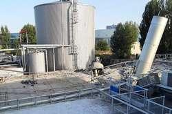 Фото: — Дах очисних споруд заводу пошкоджено
