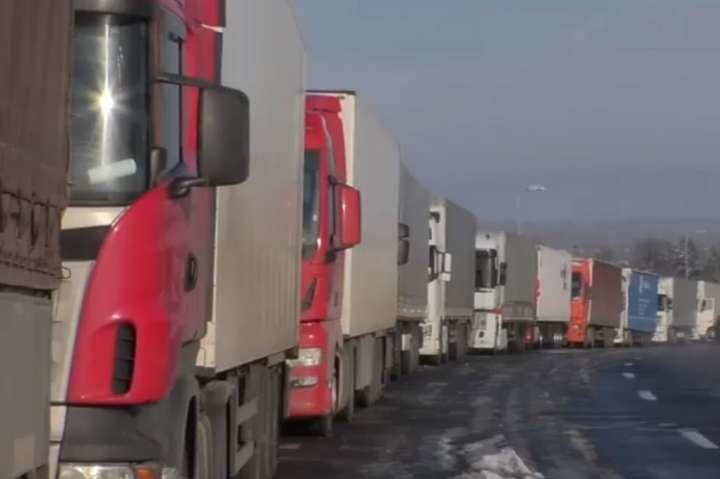 pНа прикордонному переході Ягодин-Дорогуськ по обидва боки стоїть понад тисяча одиниць транспорту/p - На українсько-польському кордоні утворилася величезна черга вантажівок