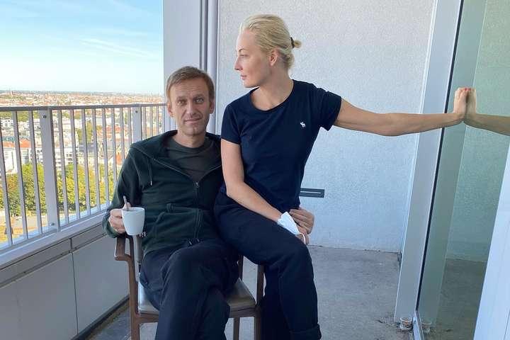 Олексій Навальний зі своєю дружиною Юлею — Навальний зізнався в коханні і вимагає повернути одяг
