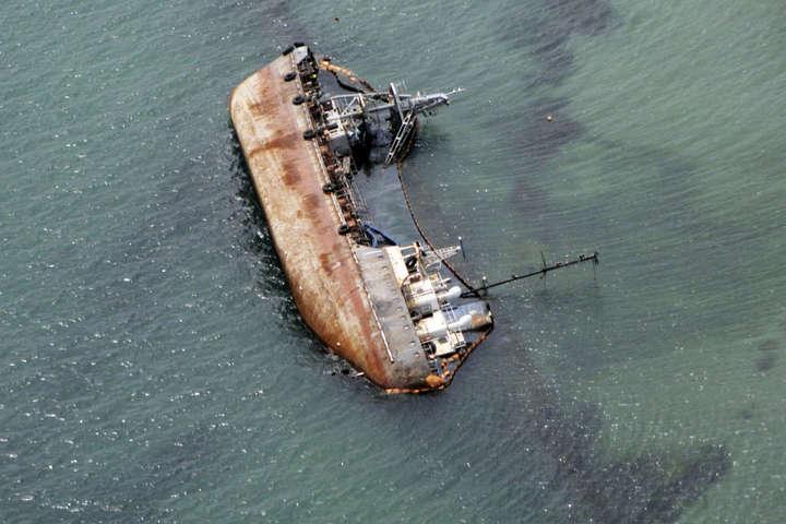 Танкер сів на мілину біля пляжу Дельфін» в Одесі 22 листопада 2019 року - Криклій показав відео спецоперації з танкером Delfi