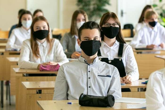 """div class=""""alt"""" pМіністр просить дотримуватись правил/p /div span/span - У Київській області на самоізоляції вже понад 200 шкільних класів"""