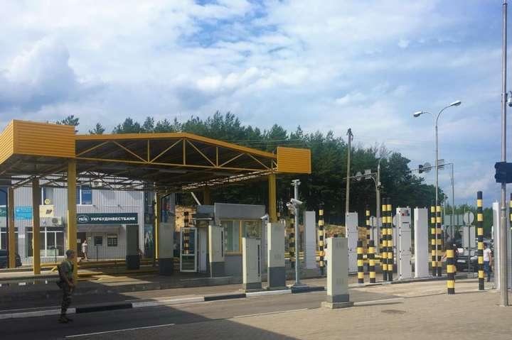 В'їзд у пункт пропуску «Ягодин» - У «Дорогуську» призупинять митне оформлення й пропуск товарів та транспорту