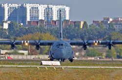 Фото: — <span>Літак Hercules здійснив аварійну посадку вОдесі через несправність</span>