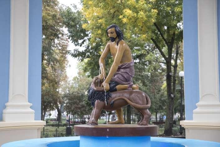 Фонтан «Самсон» получил новую жизнь: Кличко показал отреставрированный памятник (фото, видео) - Главком