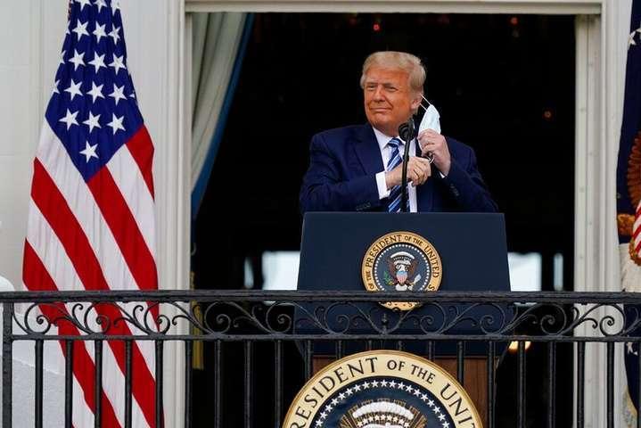 Трамп вперше після повернення з лікарні вийшов на публіку — Головний інфекціоніст США заборонив Трампу використовувати своє ім'я для агітації