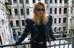 Фото: — Світлана Лобода у Києві прогулялась старими двориками