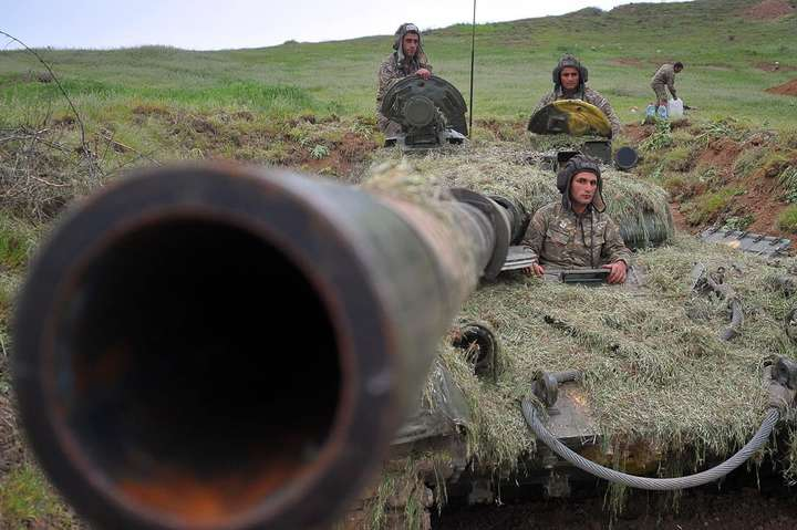МЗС невизнаної Нагірно-Карабахської республіки заявив про готовність дотримуватися умов перемир'я — Азербайджан і Вірменія домовилися про гуманітарне перемир'я