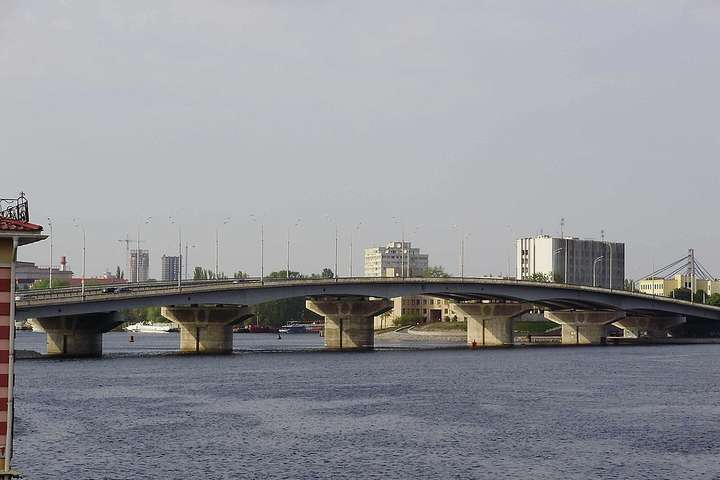 На Дніпрі в Києві на два тижні закриють навігацію: де і чому