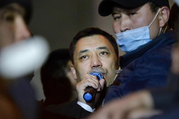 Киргизстан призупинив проведення повторних виборів