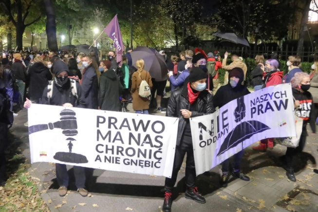 У Польщі сотні людей протестують через заборону абортів
