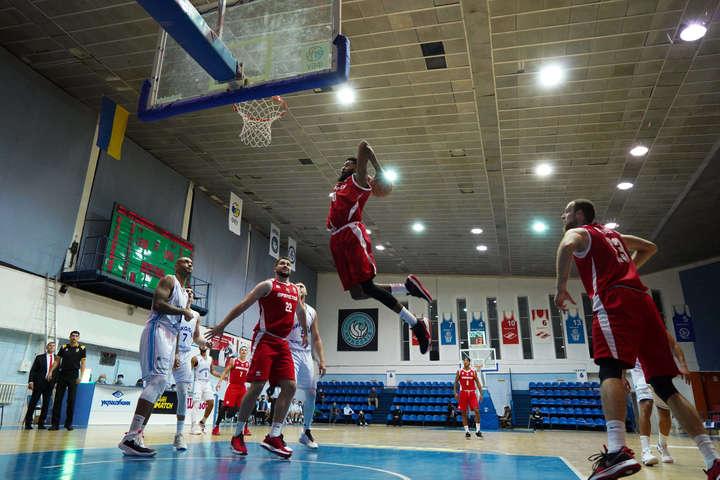 Форвард«Прометея» Ді-Джей Стефенс у Миколаєві був у вогні — Баскетбольна Суперліга: «Київ-Баскет» та «Запоріжжя» зміцнили лідерство (відео)