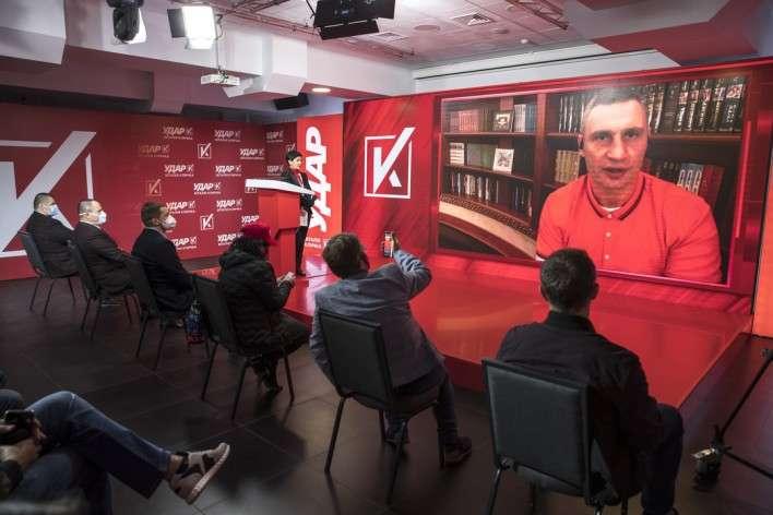 Віталій Кличко під час відеовключення в онлайн трансляцію зі штабу партії «УДАР Віталія Кличка» — Кличко пояснив свій успіх на київських виборах