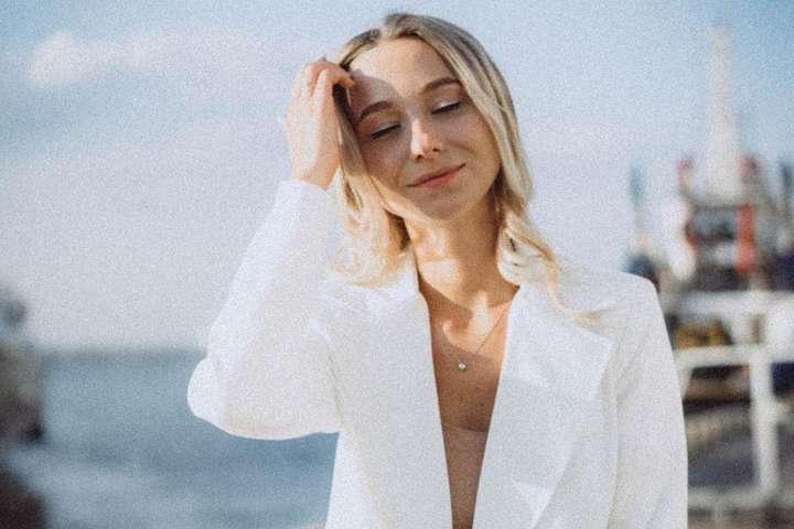 Молодая жена Виктора Павлика разделась на камеру (фото)
