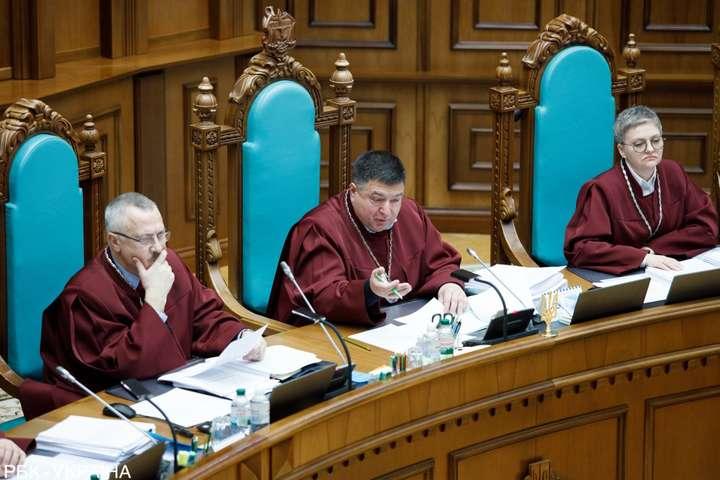 Судді Конституційного суду ведуть себе як терористи, які взяли в заручники всю Україну