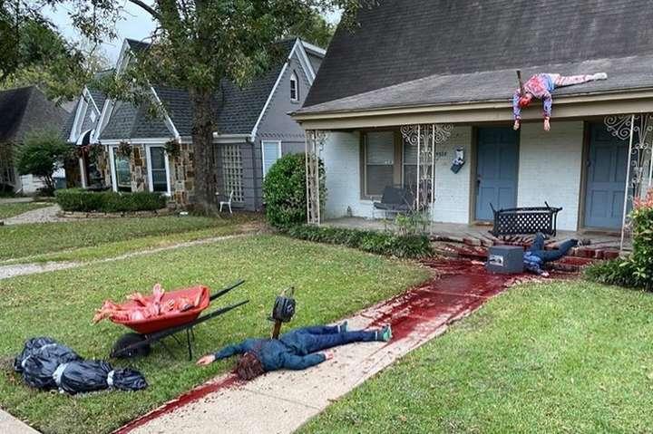 Американец к Хэллоуину украсил участок «трупами». Получилось слишком реалистично (фото)