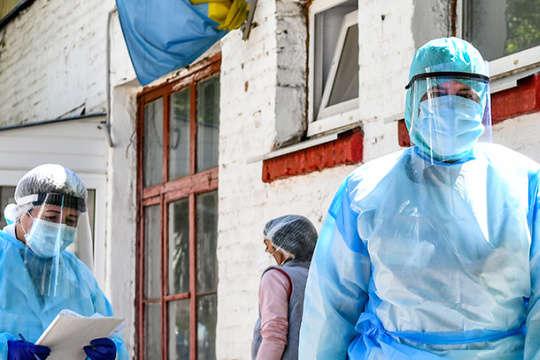За добу понад 360 українських лікарів захворіли на Covid-19