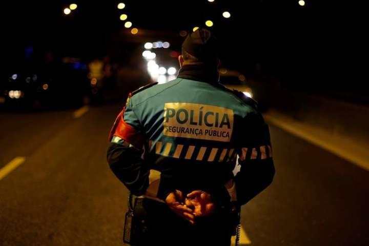 spanПереміщення між понад 300 муніципалітетами Португалії було заборонено, щоб знизити ризик передачі коронавірусу під час національного свята Всіх Святих/span - Португалія заборонила поїздки всередині країни та встановила поліцейські КПП