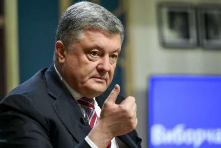 П'ятий президент України Петро Порошенко закликає посилити санкції проти Кремля — Порошенко закликав посилювати санкційний тиск на Кремль, бо Росія – це глобальний виклик