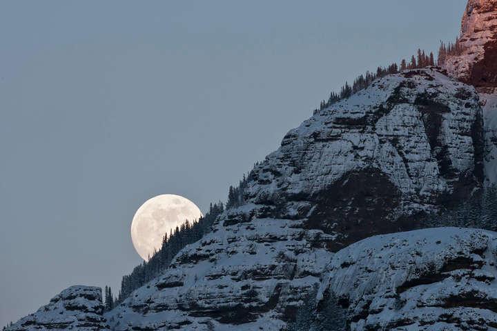 У понеділокповний Місяць затьмарить особлива тінь Землі, відома як антумбра - NASA повідомило про рідкісне явище, яке можна буде побачити 30 листопада