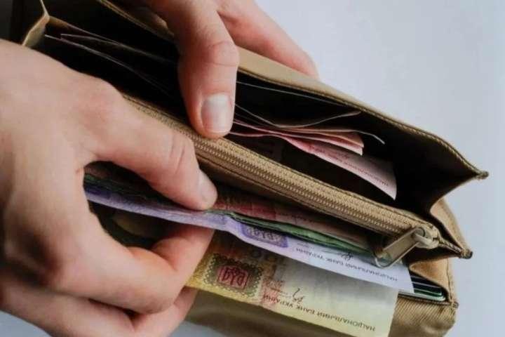 На наступний рік заплановано два етапи підвищення мінімальної зарплати - Уряд на пів року відклав підвищення мінімальної зарплати