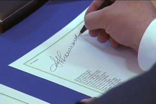 span27 червня 2014 року, на саміті ЄС у Бельгії відбулося підписання економічної і секторальної частин угоди про асоціацію між ЄС та Україною/span - «Уроки Вільнюсу» має пам'ятати кожен політик. Особливо, коли домовляється із Кремлем за спиною в українців