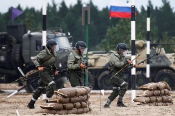 Більш укомплектованими є тилові частини та підрозділи забезпечення бойовиків, - розвідка - На окупованому Донбасі кількість російських військових становить понад 35 тис ─ розвідка