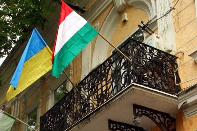 Наразі перевіряється інформація про причетність угорського фонду додіяльності, спрямованої на порушення державного суверенітету України — СБУ проводить обшук у лідерів угорської меншини Закарпаття