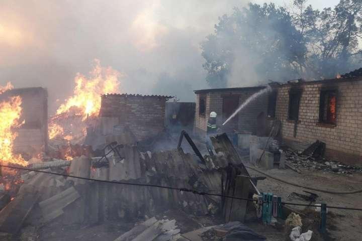 На початку вересня у Луганській і Харківській областях спалахнули пожежі: горів хвойний ліс на площі близько 80 га в кожній з областей - Без документів. На Харківщині частина людей не отримала компенсації за будинки, що згоріли через лісові пожежі