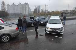 Фото: — Через ДТП рух мостом заблоковано