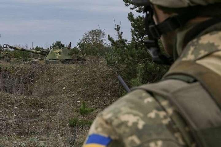 Окупанти на Донбасі обстріляли позиції українських військових з заборонених артилерійських систем