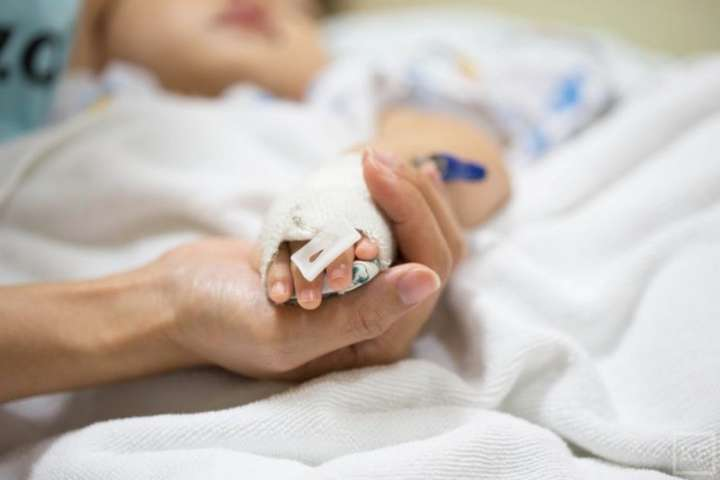 Дитину госпіталізували до лікарні з черепно-мозковою травмою та численними гематомами - У Харкові мачуха жорстоко побила 10-річну дівчинку