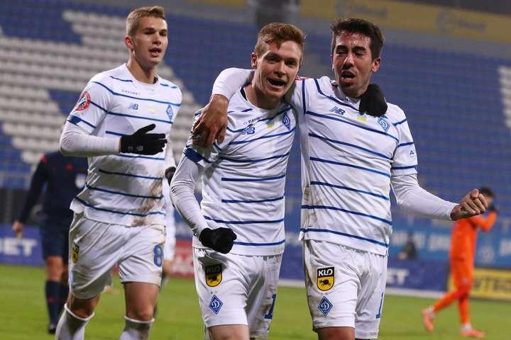 Віктор Циганков забив свій шостий м'яч у сезоні - Київське «Динамо» в меншості перемогло «Маріуполь» і втримало перевагу над «Шахтарем»