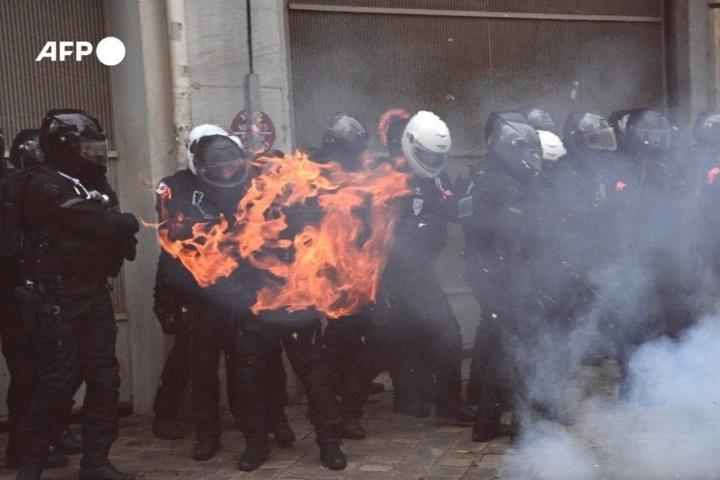 У Франції знову протестують через закон про захист поліції - У Парижі сталися сутички між правоохоронцями і учасниками акції проти поліції
